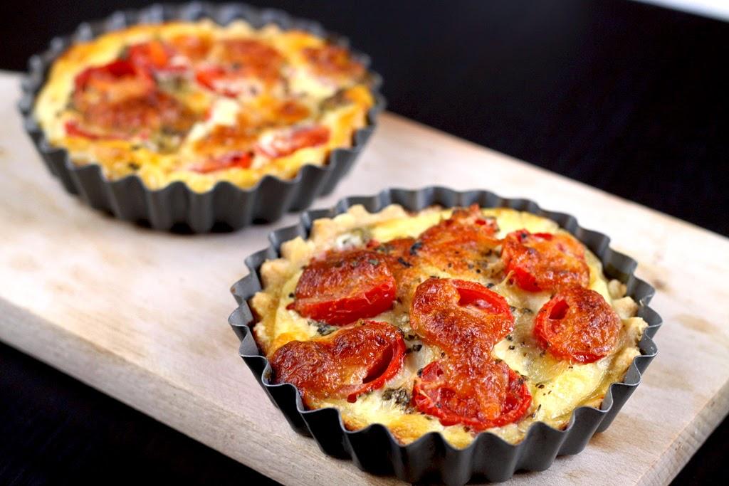 Tartletki z pomidorami i mozzarellą