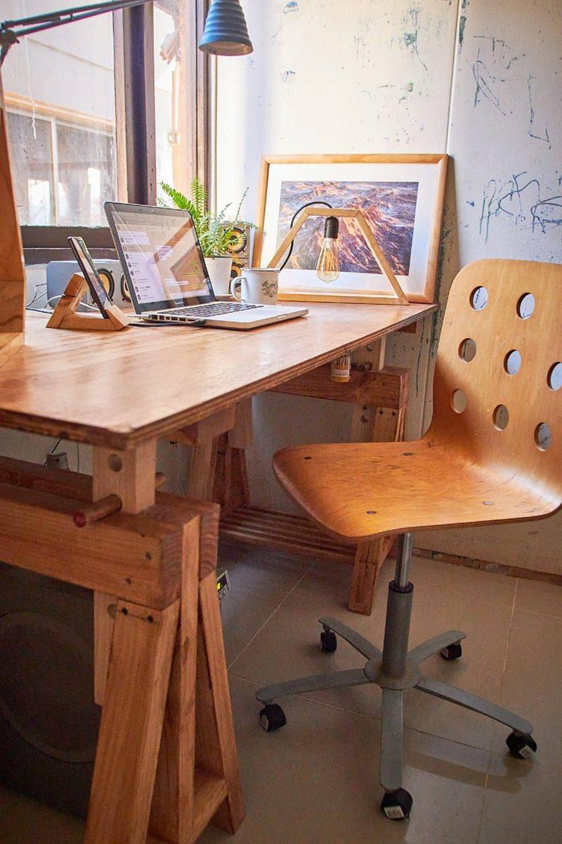 la altura de la mesa también produce dolor de espalda y de hombros