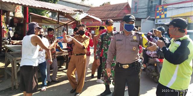 Peduli Sesama Uspika Kecamatan Panjang Bagikan 1500 Masker Kepada Warga