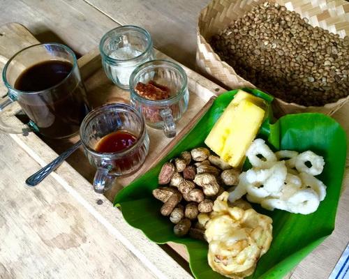 www.Tinuku.com Kedai Kopi Menoreh Pak Rohmat build traditional design to present robusta and arabica coffee in plantations