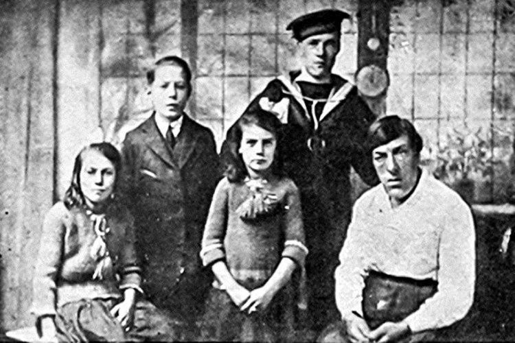 Yaşamının bir dönümünü sirklerde çalışarak geçiren Mary, 1933 yılında 59 yaşında hayatını kaybetti.