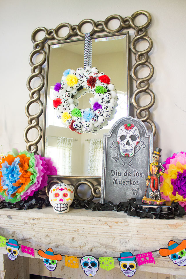 Love these ideas for colorful Day of the Dead (Dia de los Muertos) mantel decorations!