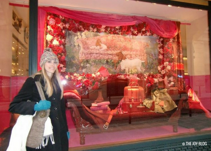 Hermes Christmas window display   That One Time I Went to Paris // WWW.THEJOYBLOG.NET