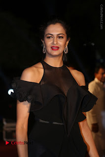 Shu Aiyappa Stills in Stylish Black Long Dress at Gemini TV Puraskaralu 2016 Event