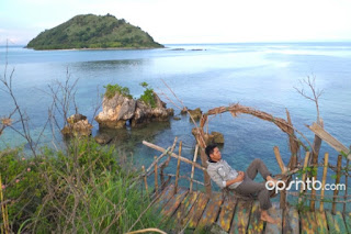 Mancing ikan kerapu dan budidaya rumput laut di pantai kertasari