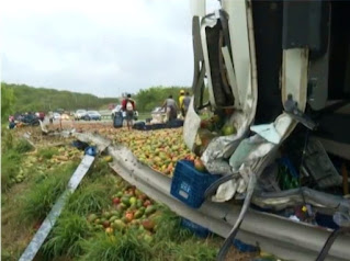 Homem morre após caminhão tombar na BR-116, na Bahia