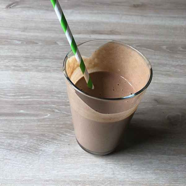 CHOCOLATE PEANUT BUTTER PROTEIN SMOOTHIE