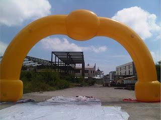 aneka balon gate stengah lingkaran by wahanaballoons