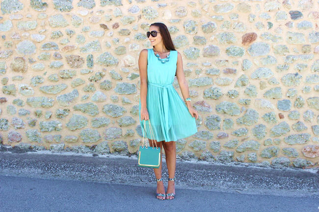 best summer blue-green colored looks and outfits