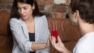 Takut Berkomitmen dan Menikah? Mungkin Anda Gamophobia!