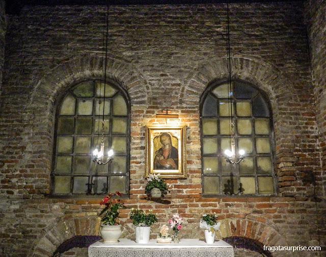 Madonna bizantina na Basílica de São João Evangelista, em Ravena, Itália