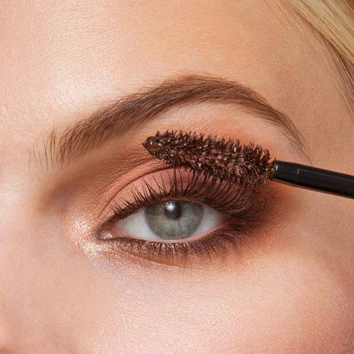 Maquillar pestañas para un maquillaje de día