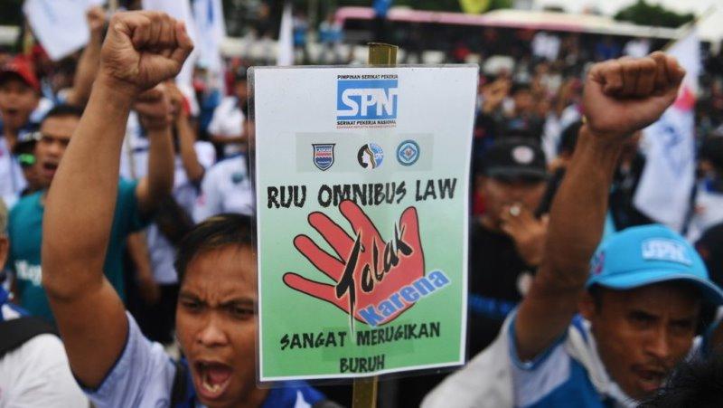 """""""May Day"""" Dampak Covid-19: Tak Ada Aksi Demo Tapi Ratusan Pekerja Kena PHK"""
