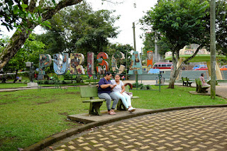 people on a bench centro Santiago de Puriscal