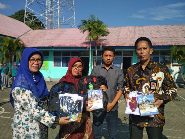 Disdik Bagikan Ribuan Paket Bantuan Seragam Sekolah