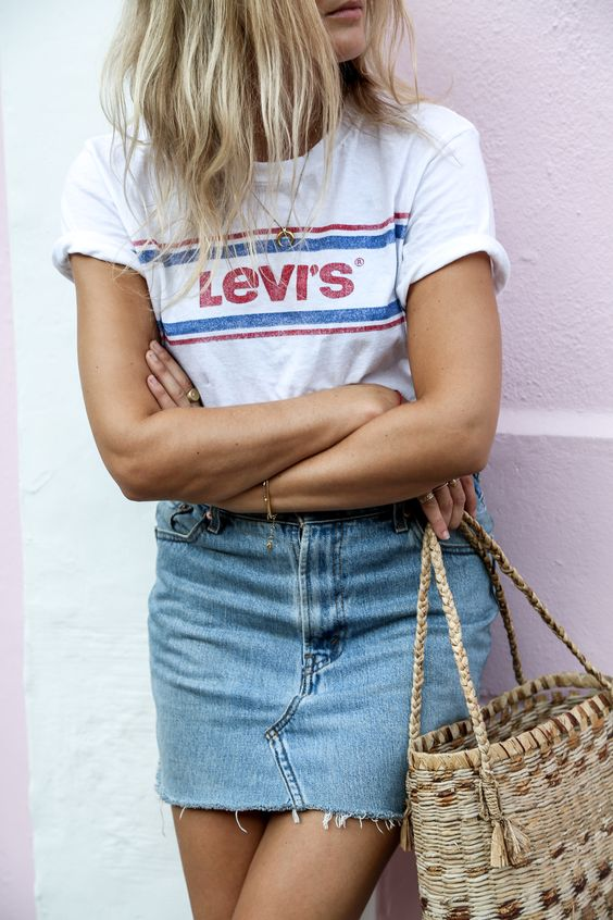 outfit of the day / printed t-shirt + denim skirt + bag