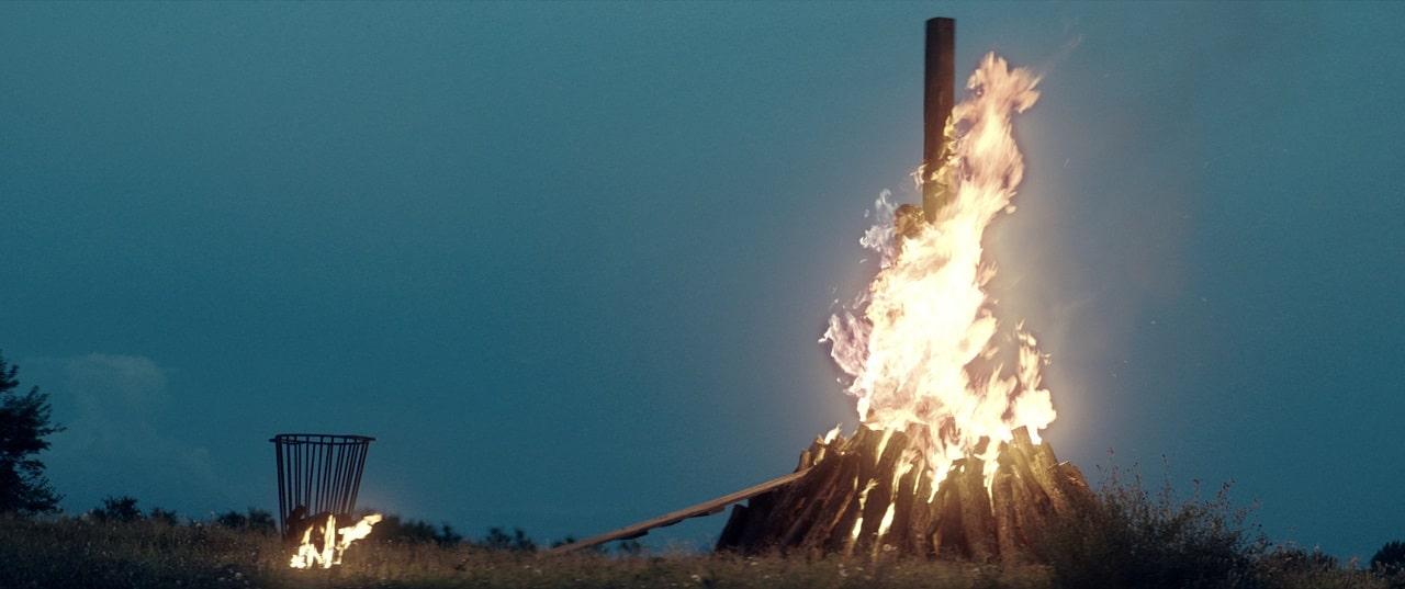 Новый фильм ужасов Нила Маршалла The Reckoning выйдет в начале февраля - постер, отрывок и кадры внутри - 07