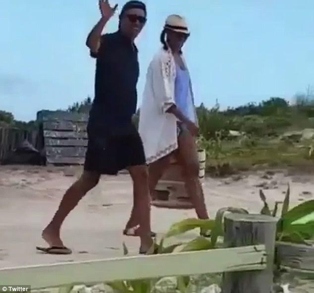 6ace9633a64 Obama s on vacation with the hat backwards. He s never coming back.  pic.twitter.com RUakcwwgtT