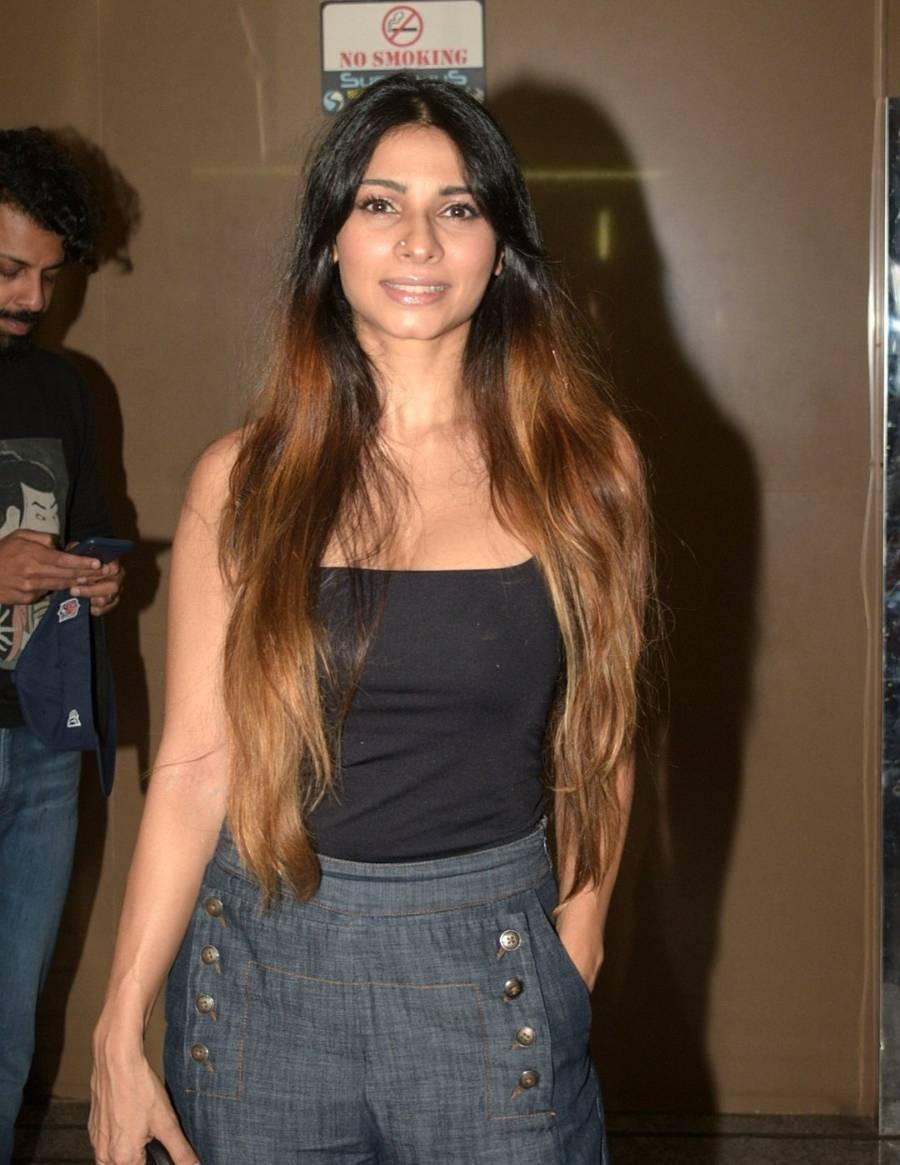 Indian Girl Tanisha Mukherjee Without makeup Face Long Hair
