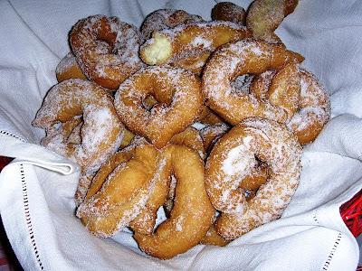 Le Nacatole sono dei dolci natalizi tipici della tradizione calabrese