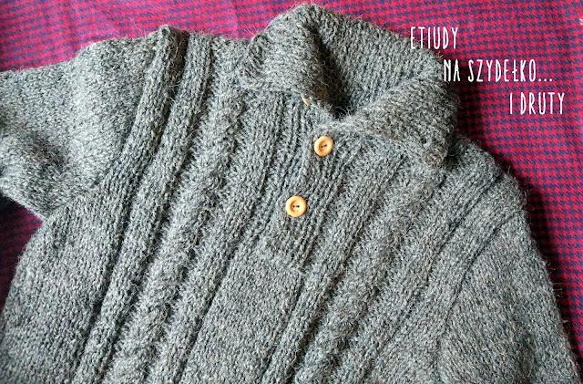 pull en laine avec des boutons en bois