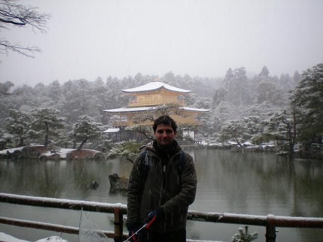 Pabellón dorado de Kioto bajo la nieve
