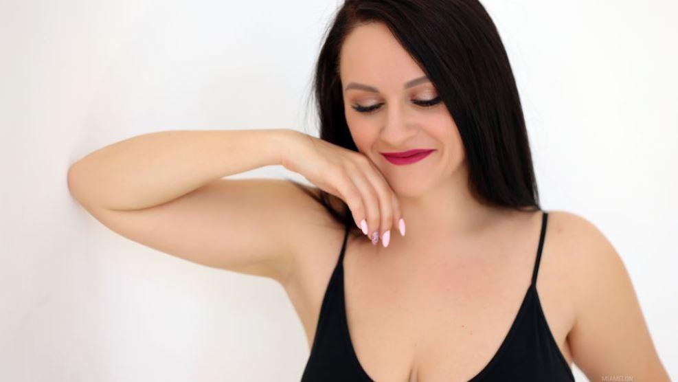 https://www.glamourcams.live/chat/MiaMelon