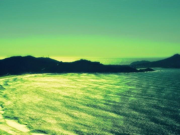 Praia do Mariscal, em Bombinhas, à esquerda. E Praia das Quatro Ilhas, no canto direito da foto.