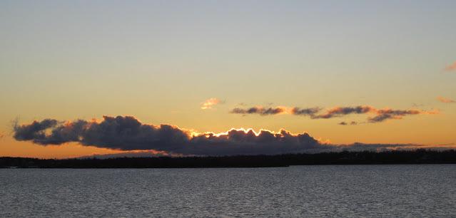 Восход солнца в ноябре