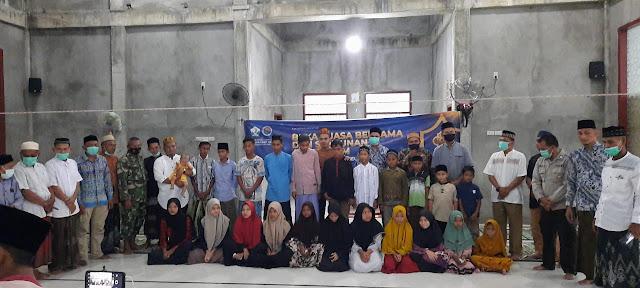 Foto Bersama Yatim Gampong Meunasah Reudep