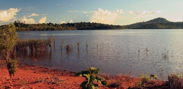 Wisata Kalbar Alt dan Title Danau di tayan