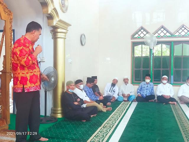 Bupati bersama Wabup Natuna Melaksanankan sholat Jum'at Keliling di Masjid Al-Munawaroh Desa Limau Manis