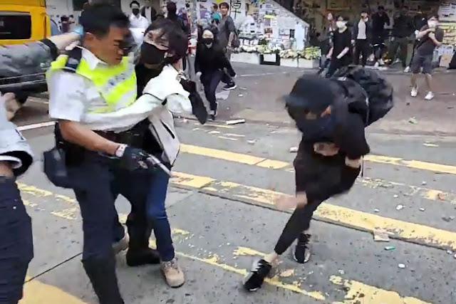 Terciduk Tayangan Live Facebook, Polisi Hong Kong Tembak Demonstran