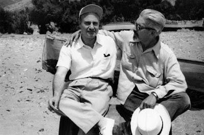 Ο Οδυσσέας Ελύτης και ο Ανδρέας Εμπειρίκος, στην Άνδρο το 1955