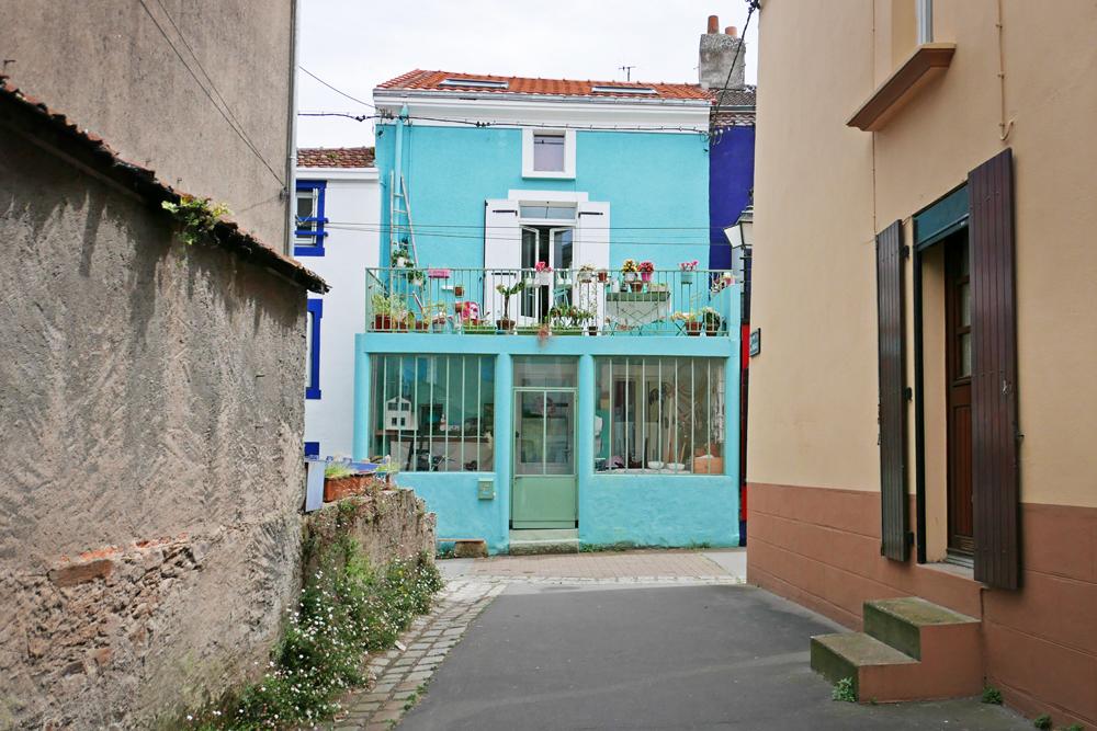 Très jolie façade bleue dans le village de pêcheurs de Trentemoult