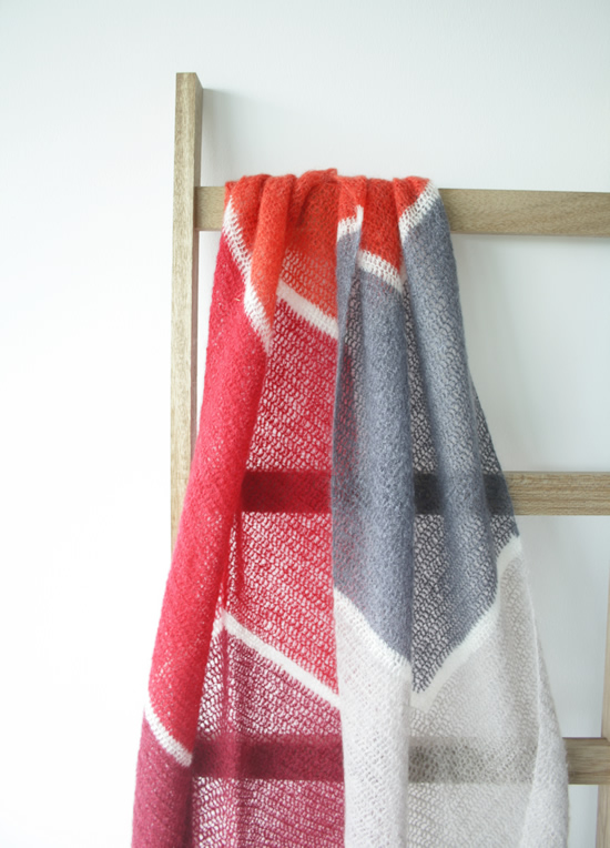 To the Point Shawl, free crochet pattern | Happy in Red