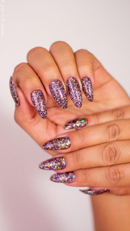 Unhas para o carnaval: glitter e stilleto