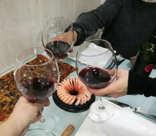 Catando el vino Tinto Roble de René Barbier
