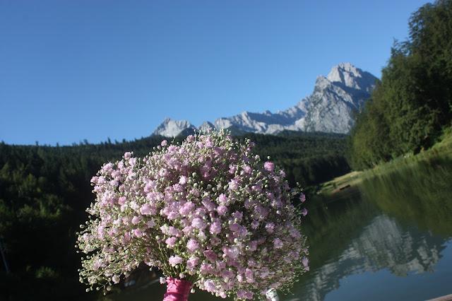 Pink babies breath bouquet - Schleierkraut-Brautstrauß - Schleierkraut-Wolken in rosa und weiß - Sommerhochzeit in Bayern, Garmisch-Partenkirchen, Riessersee Hotel, Hochzeitshotel, Babies breath wedding