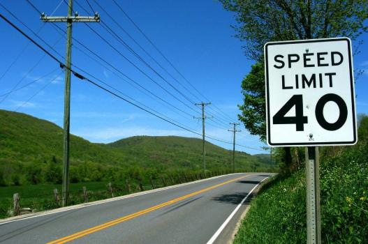 Cara Membatasi Kecepatan Kendaraan di Ruas Jalan