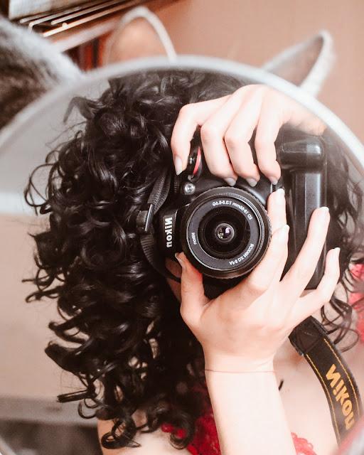 loki | włosy | kręcone | czarne | pielęgnacja | hairy tale cosmetics | kot | aparat