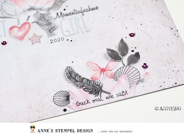 Für die Dekoration dieser Scrapbooking-Idee wurden Blüten, Blätter, Schmetterlinge ausgeschnitten und auf das Scrapbooking Layout aufgeklebt.