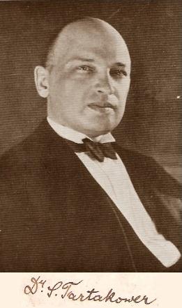 El ajedrecista Dr. Savielly Tartakower y su firma