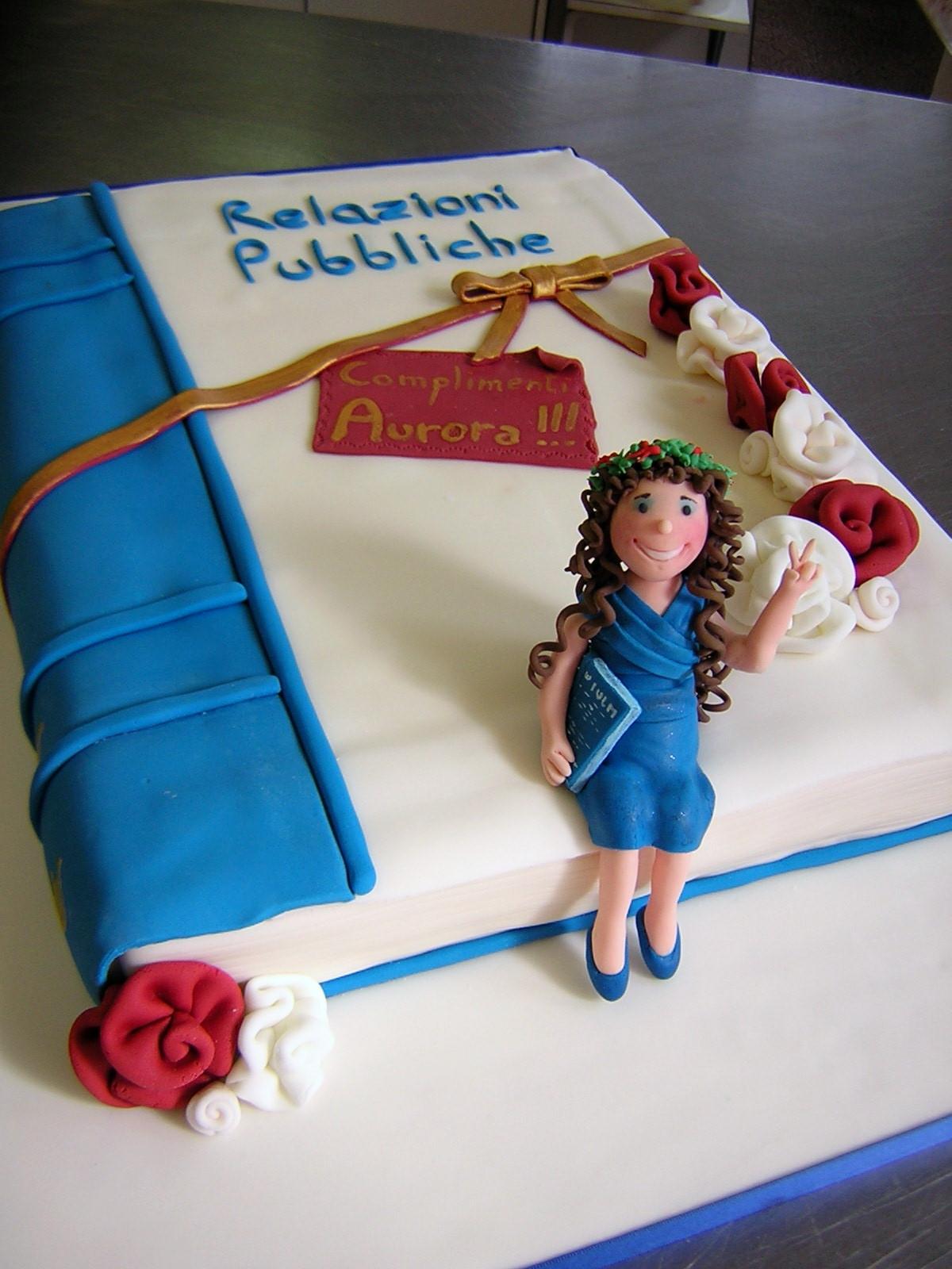 Le torte creative di claudia prati torta laurea for Decorazioni per torte di laurea