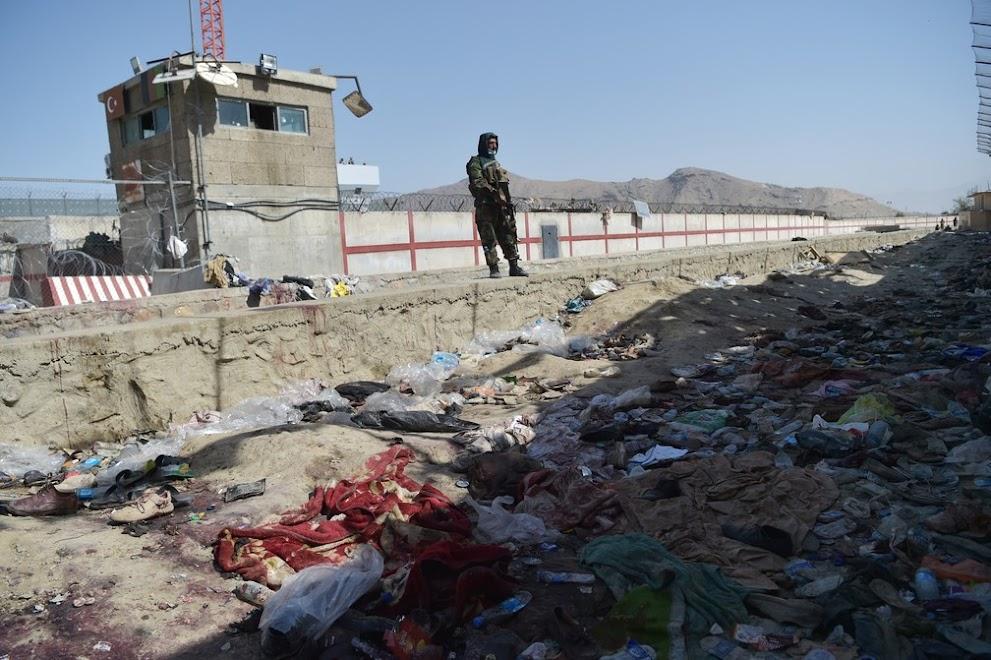 Atentado aeroporto Cabul: 180 mortos.