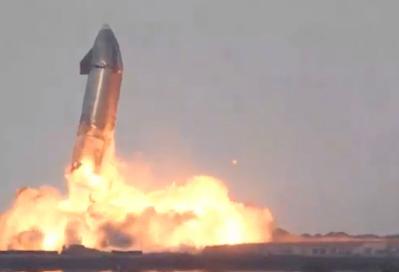 لحظة انفجار صاروخ starship