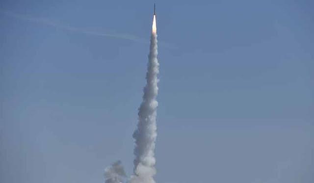 الصين تطلق بنجاح صاروخ جديد بثلاثة أقمار صناعية للاستخدام التجاري