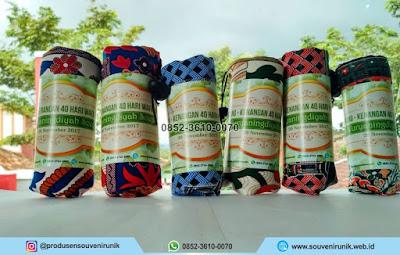 souvenir tahlilan 40 hari, souvenir sajadah batik, 0852-3610-0070