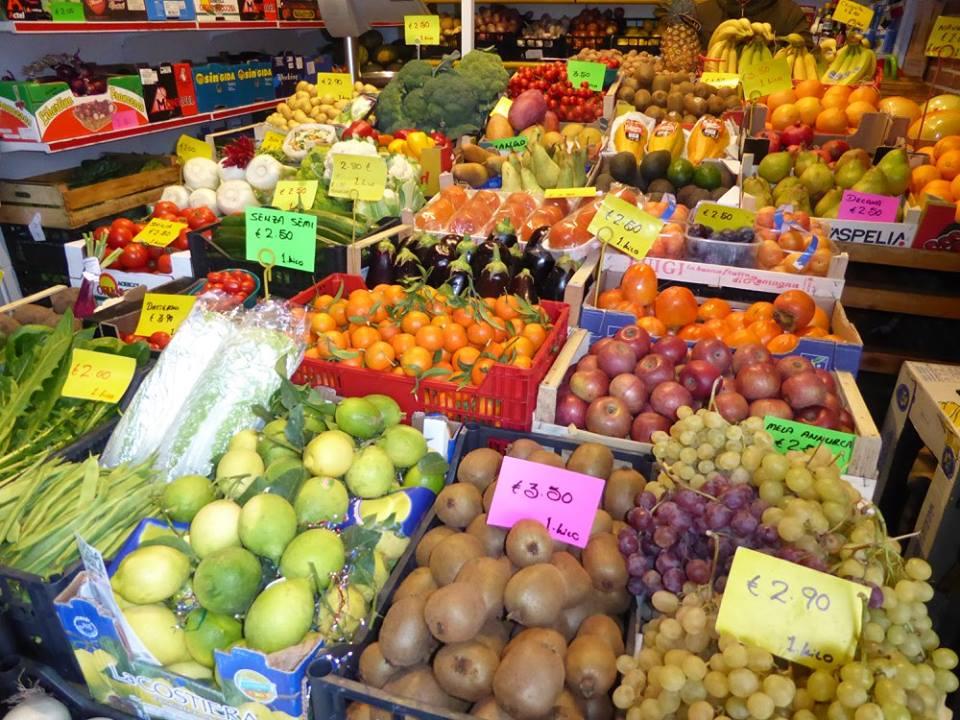 buah di minimarket