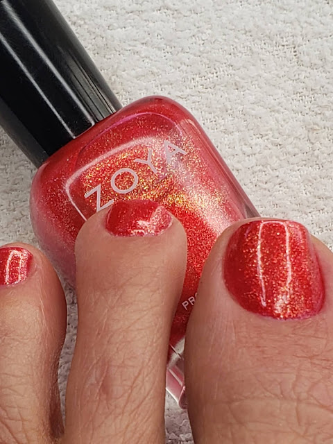 zoya celi on toes